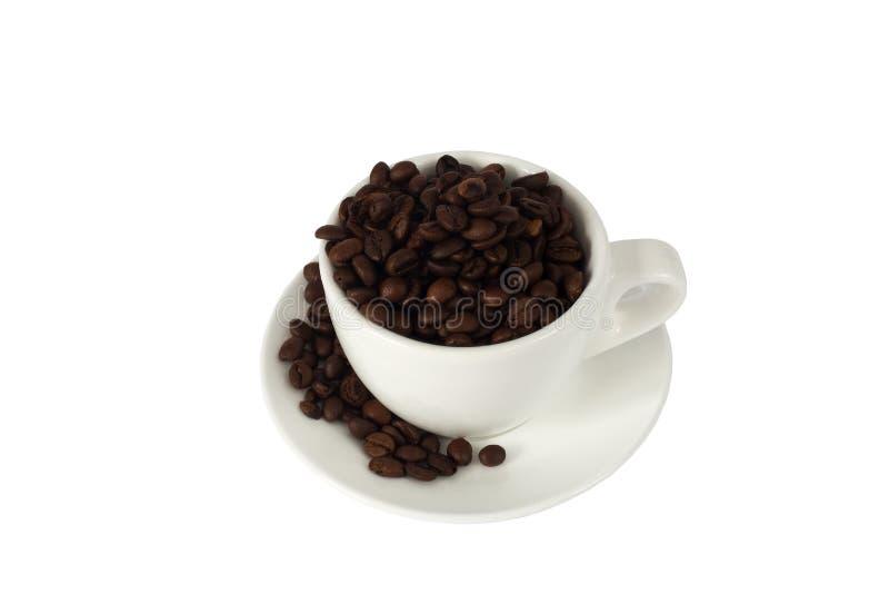 Witte kop met koffiebonen royalty-vrije stock foto's