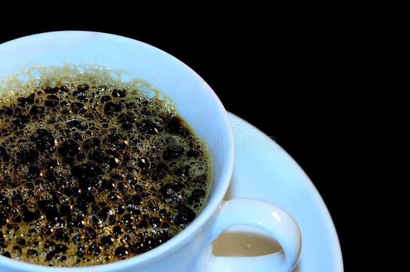 Witte kop met koffieschuim stock foto's