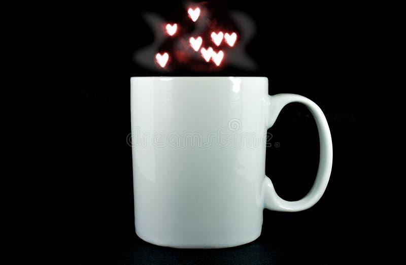 Witte Kop op een zwarte achtergrond met hete rook en kleine harten die uit drijven stock foto