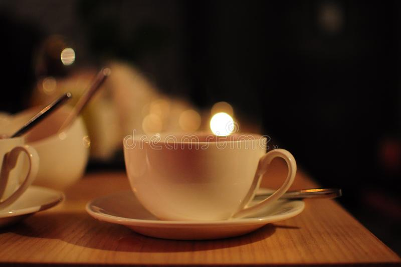 Witte kop thee in koffie Zachte nadrukachtergrond stock fotografie
