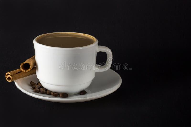 Witte kop van hete koffie royalty-vrije stock foto's