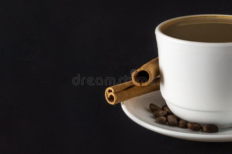 Witte kop van hete koffie royalty-vrije stock afbeeldingen