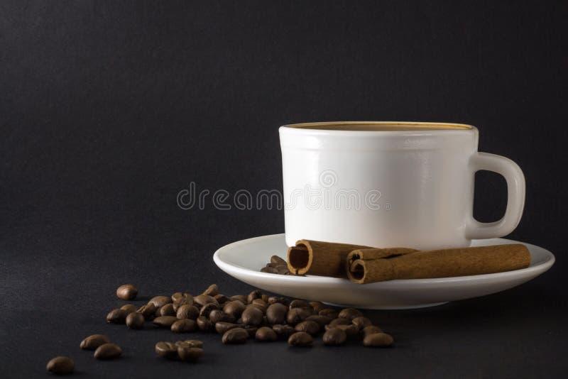 Witte kop van hete koffie royalty-vrije stock afbeelding