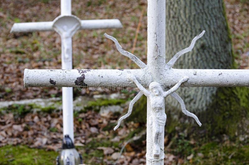 Witte kruisen op begraafplaats royalty-vrije stock afbeelding