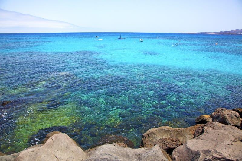 witte kust lanzarote in het strandschip van Spanje royalty-vrije stock afbeelding