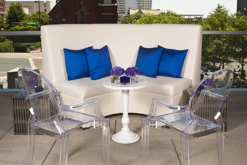 Witte Laag met spookstoelen royalty-vrije stock afbeeldingen