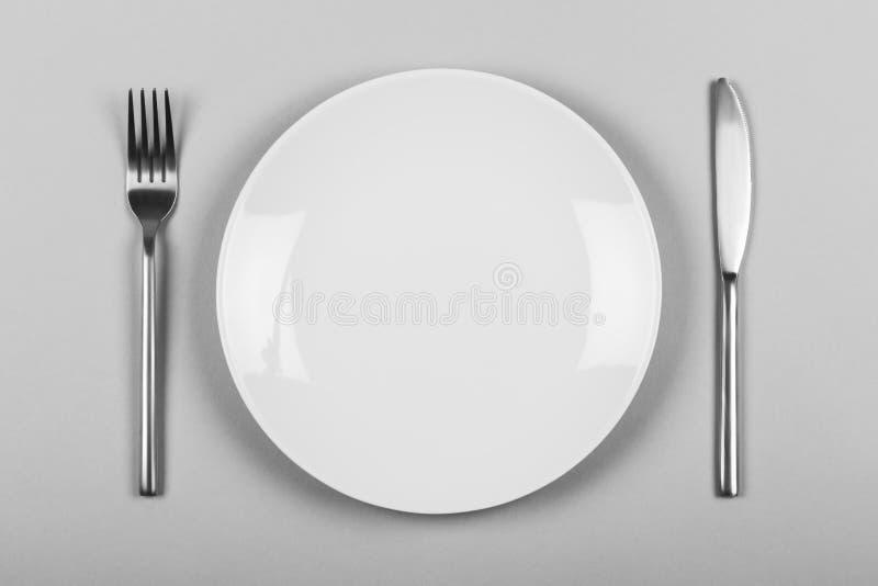 Witte lege plaat met mes & vork stock foto