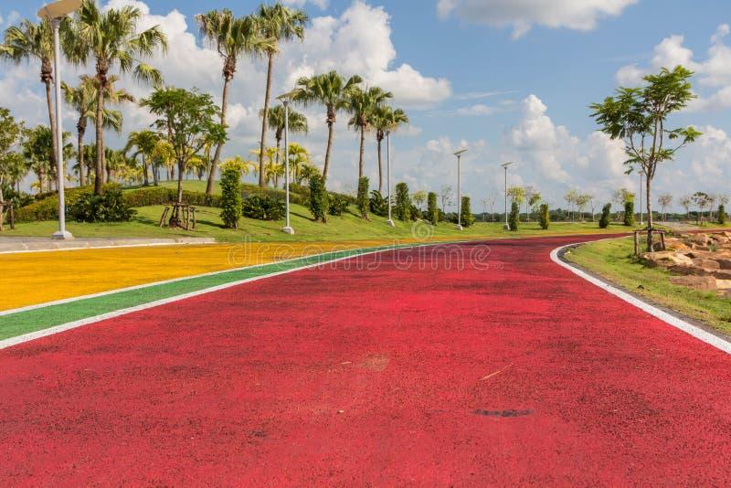 Witte lijnen van stadion en textuur van het runnen van renbaan rode rubb royalty-vrije stock foto