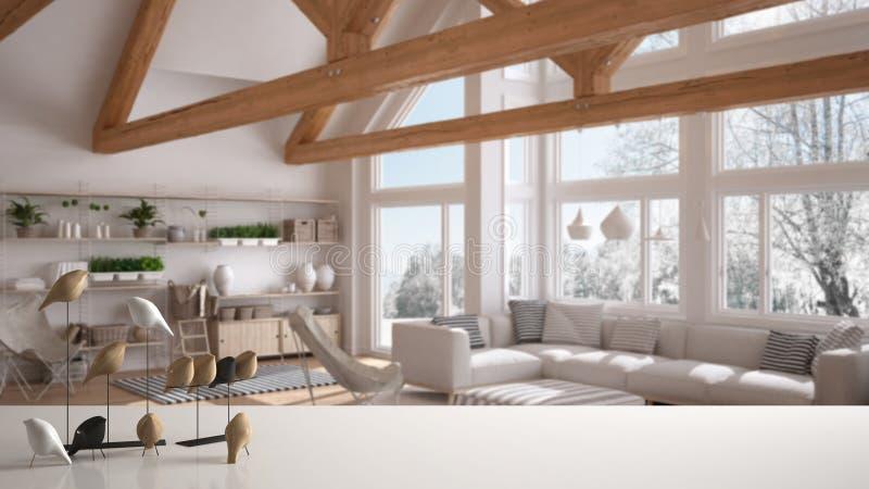 Witte lijstbovenkant of plank met minimalistic vogelornament, vogeltje knick - handigheid over vage eigentijdse woonkamer met gro stock afbeeldingen