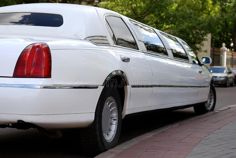 Witte limousineauto stock foto