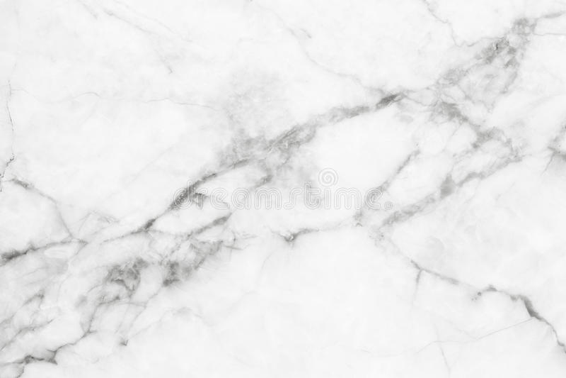 Witte marmeren textuur, gedetailleerde die structuur van marmer in natuurlijk voor achtergrond wordt gevormd en ontwerp