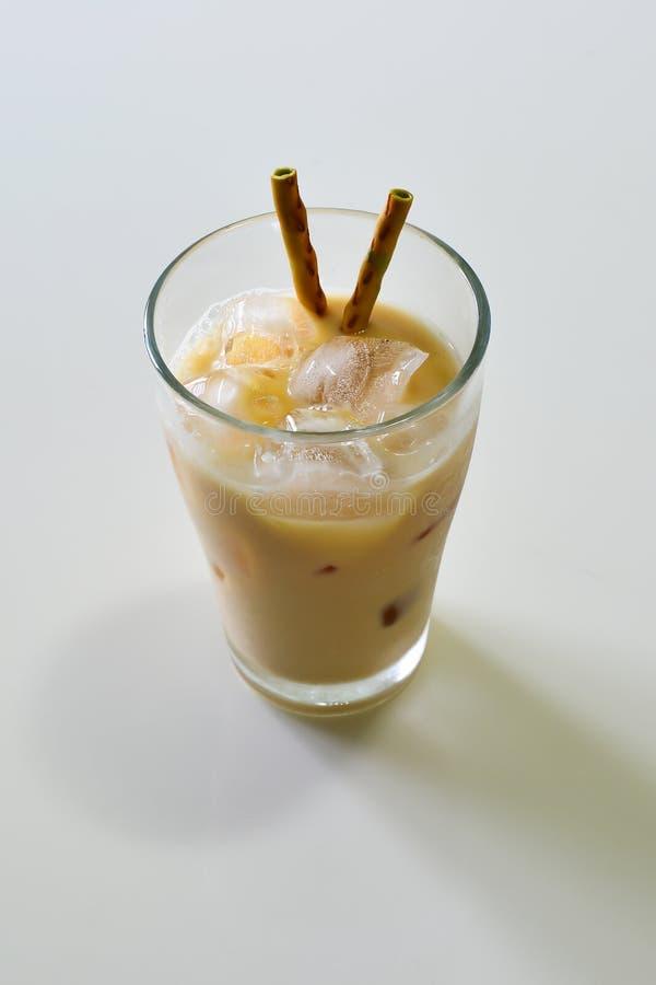 Witte Moutmelk met Macha Snack stock afbeelding