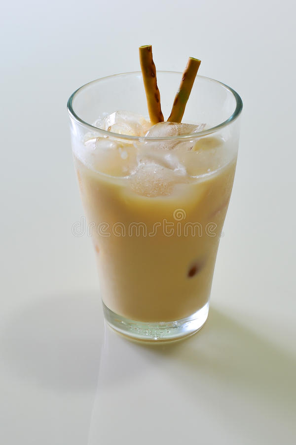 Witte Moutmelk met Macha Snack royalty-vrije stock afbeelding