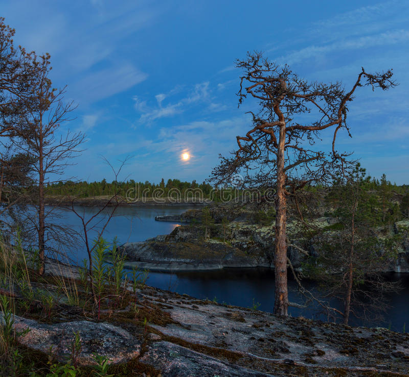 Witte nacht op meer Ladoga, Karelië, Rusland stock foto