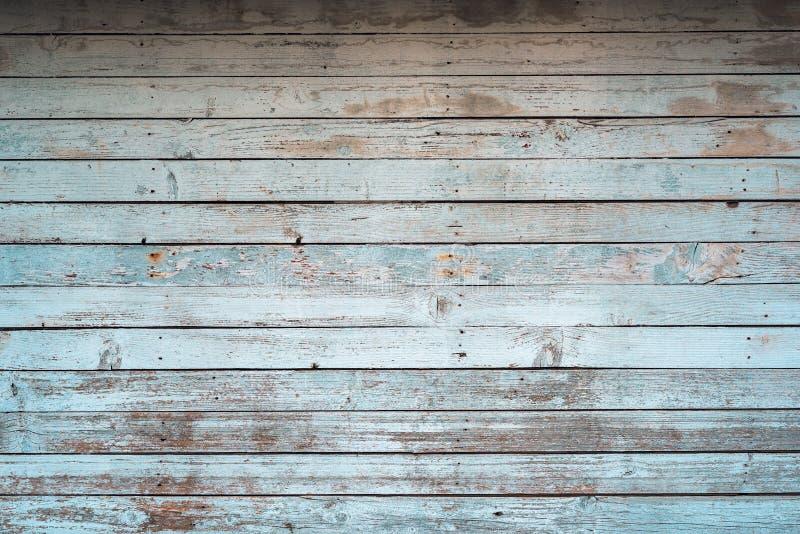 Witte oude doorstane houten plankenmuur als achtergrond stock foto