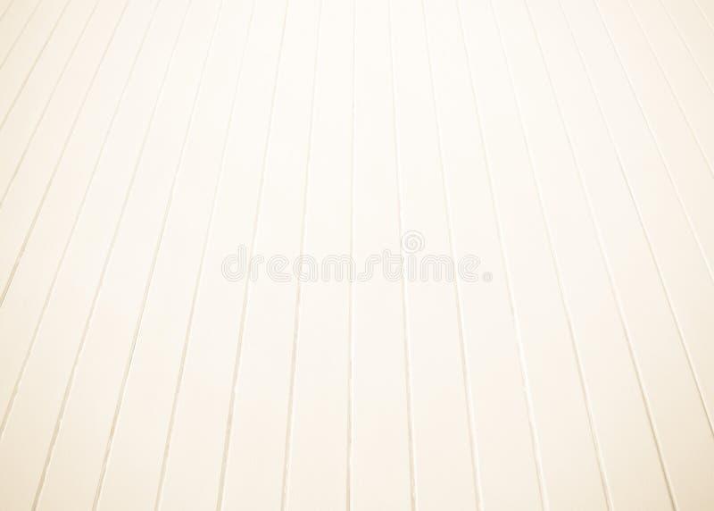 Witte oude houten vloer met vage bruine sepia toonachtergrond Het de houten textuur van het plankenstadium en zonlicht van de ond stock foto's