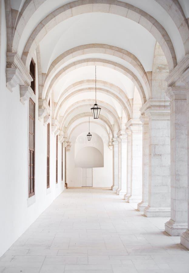 Witte overwelfde galerij royalty-vrije stock fotografie