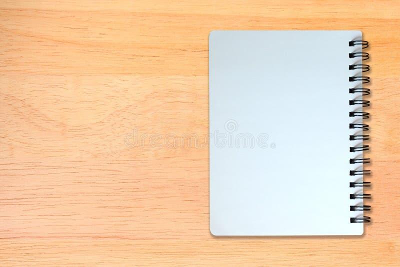 Witte pagina van notitieboekje op houten textuur stock afbeelding