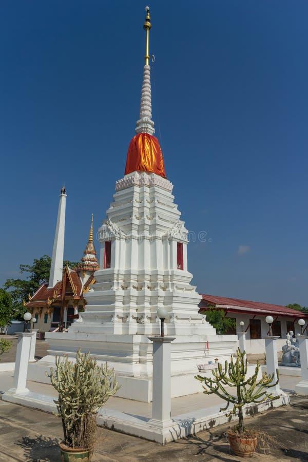 Witte pagode met hemelachtergrond royalty-vrije stock foto's
