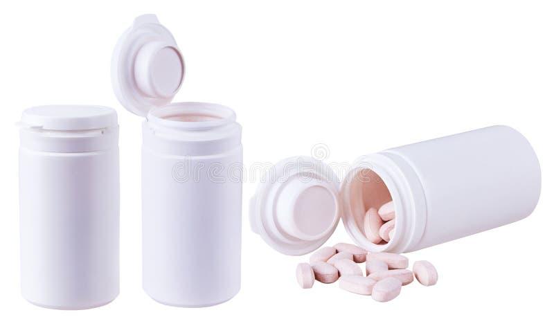 Witte plastic flessencontainers met verspreide vitaminendrugs stock fotografie