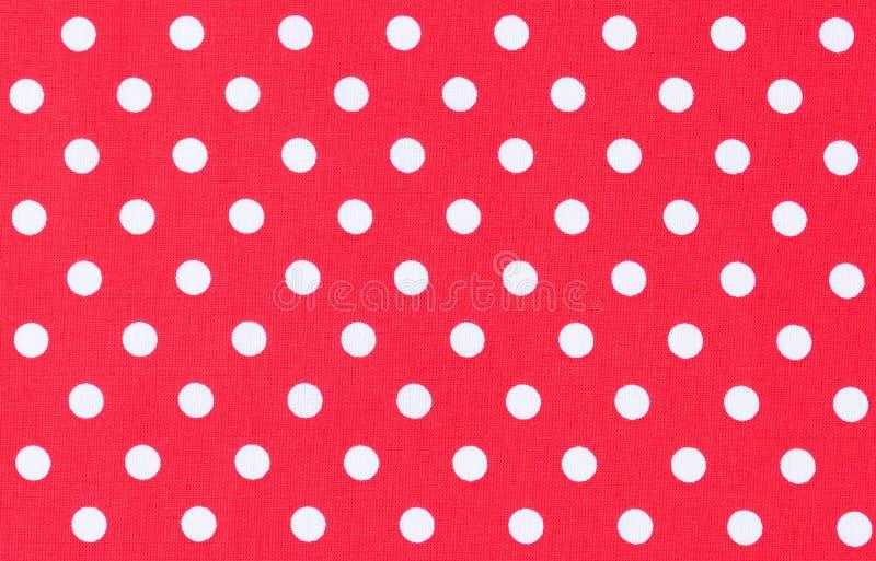 Witte punten op rode stof, van het achtergrond stippatroon textuur royalty-vrije stock afbeelding