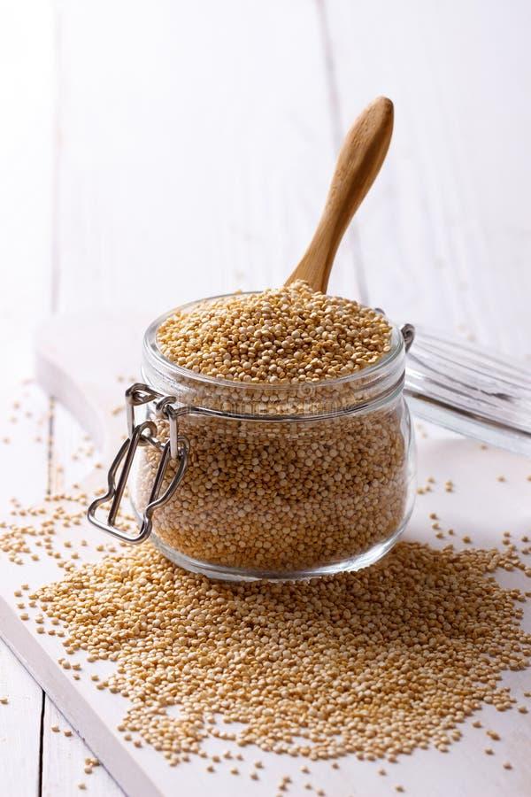 Witte quinoa zaden stock afbeeldingen