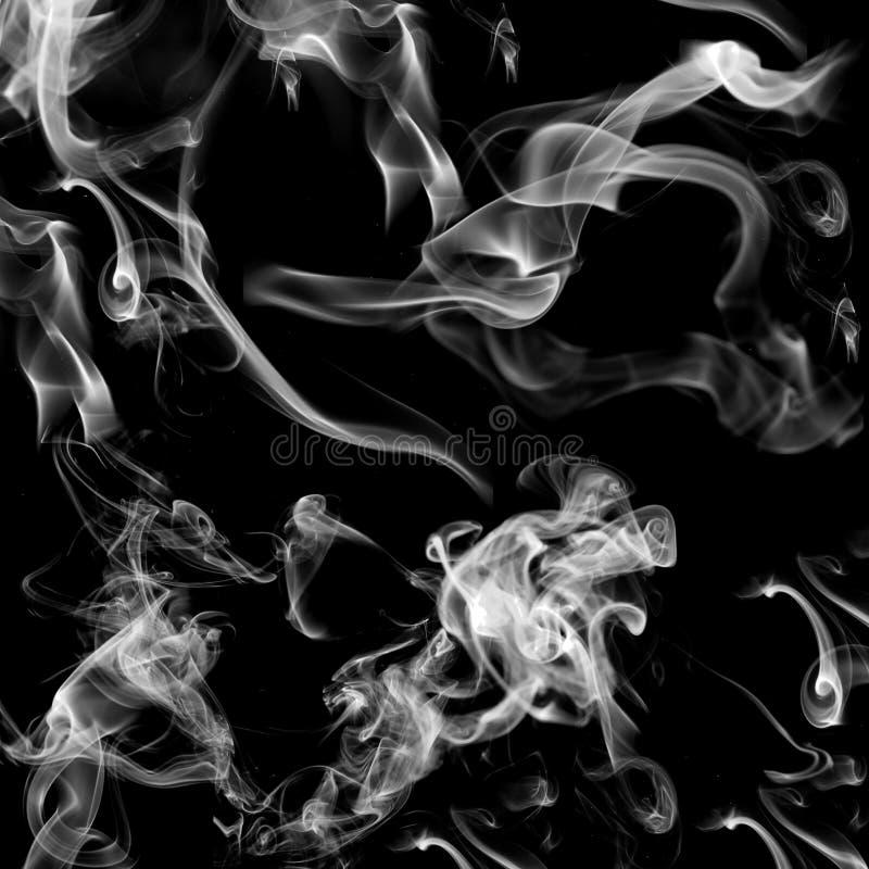 Witte rook op zwarte achtergrond stock afbeeldingen
