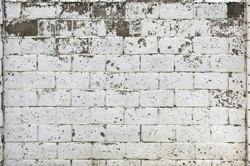 Witte Rustieke Textuur Retro Vergoelijkte Oude Bakstenen muuroppervlakte Uitstekende structuur Grungy Sjofel Ongelijk Geschilderd royalty-vrije stock afbeelding