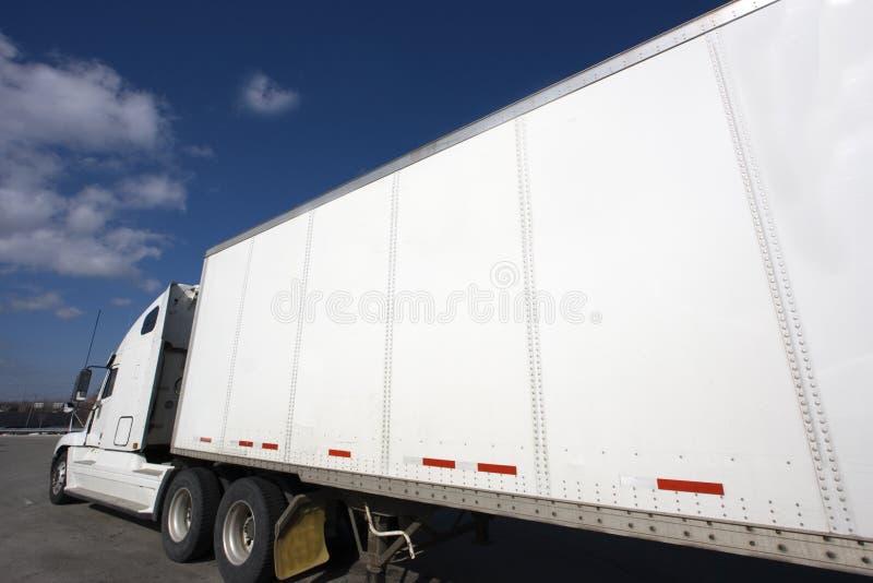 Witte Semi Vrachtwagen royalty-vrije stock foto