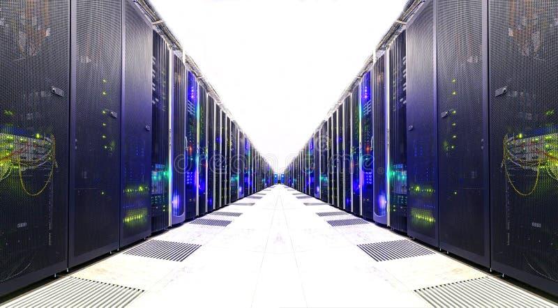 Witte Serverzaal Netwerk communicatie servercluster in een serverruimte futuristisch modern gegevenscentrum stock afbeelding