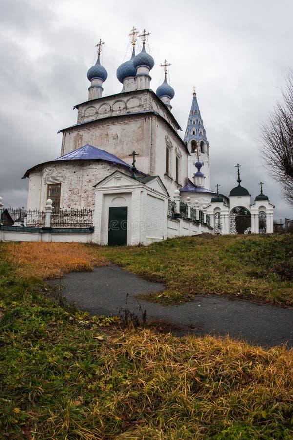 Witte steenkerk in Palekh, Vladimir-gebied, Rusland royalty-vrije stock foto