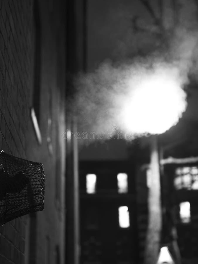 Witte Stoom in Londen ` s de stad in bij Nacht royalty-vrije stock foto
