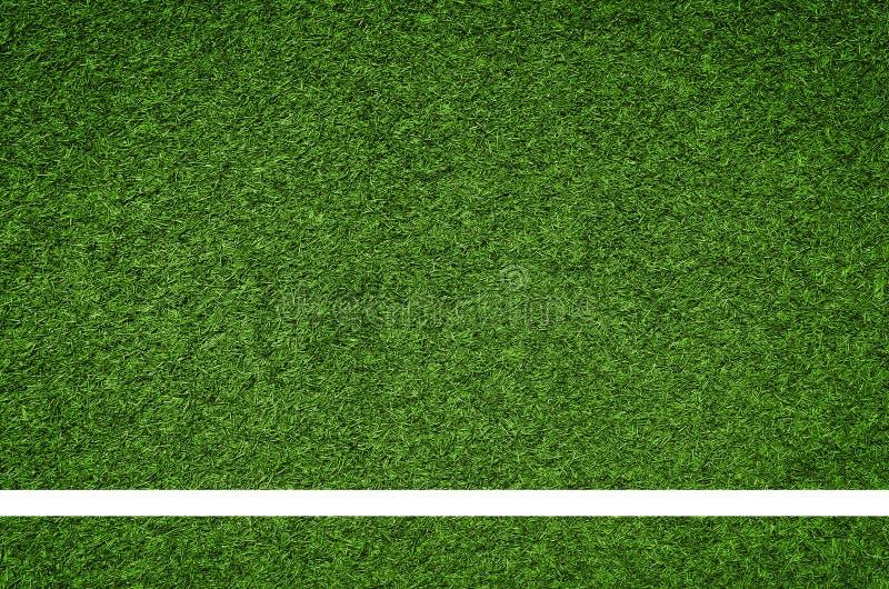 Witte streep op het groene voetbalgebied van hoogste mening stock foto