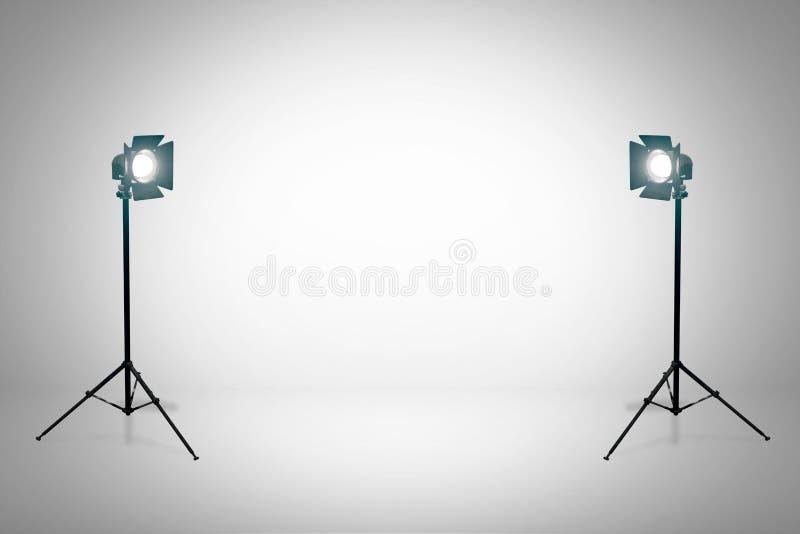 Witte studio met schijnwerper Studioopstelling met witte achtergrond 3d geef terug stock illustratie