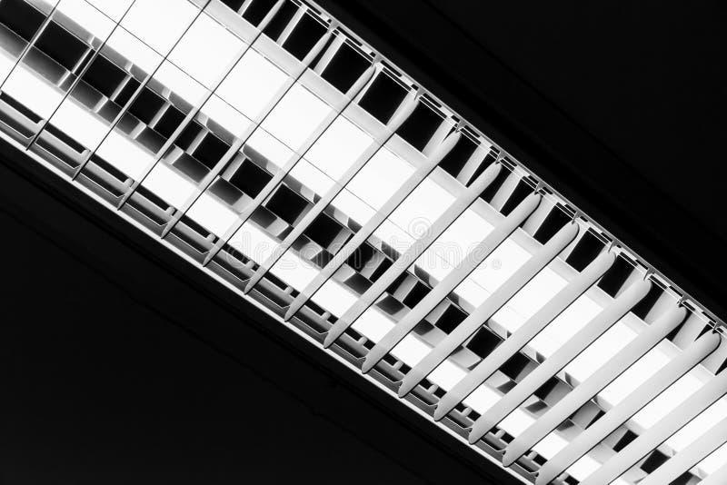 stunning download witte tlbuis die over zwart plafond