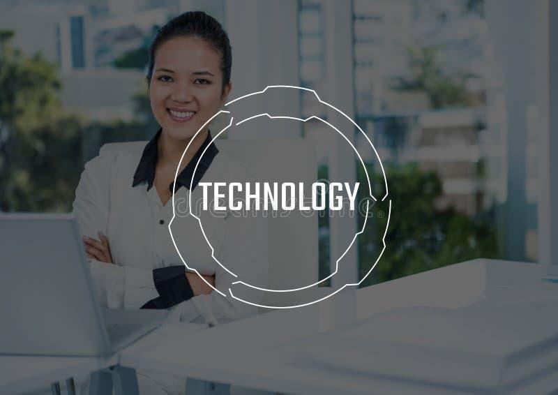 Witte technologietekst en grafisch tegen bedrijfsdievrouwenwapens bij laptop worden gevouwen stock illustratie