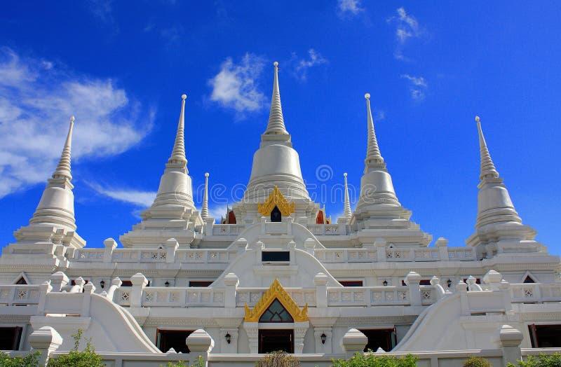Witte tempel in Thailand stock afbeeldingen