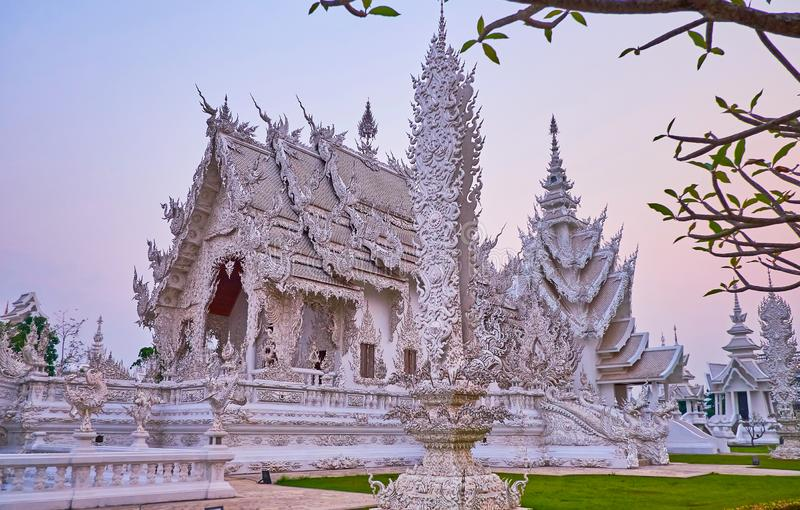 Witte Tempel in zacht avondlicht, Chiang Rai, Thailand royalty-vrije stock afbeeldingen