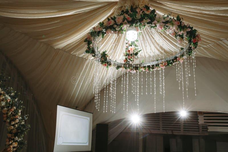 Witte tent voor huwelijksceremonie stock foto