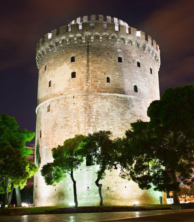 Witte Toren bij nacht, Thessaloniki stock afbeelding