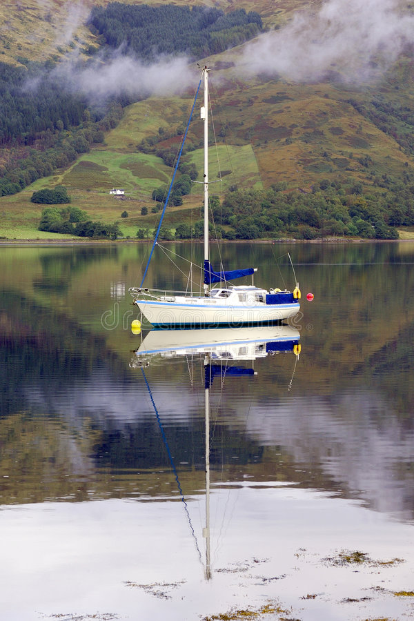 Witte varende boot royalty-vrije stock foto
