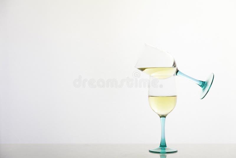 Witte wijn met pirouette royalty-vrije stock foto's