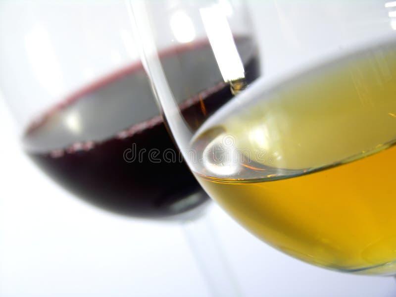 Witte wijn versus rode wijn stock afbeelding