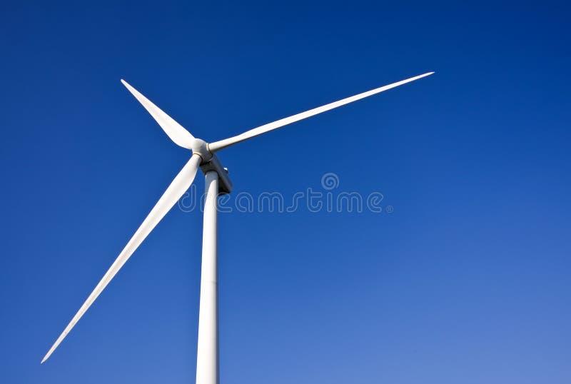 Witte windturbine stock afbeeldingen