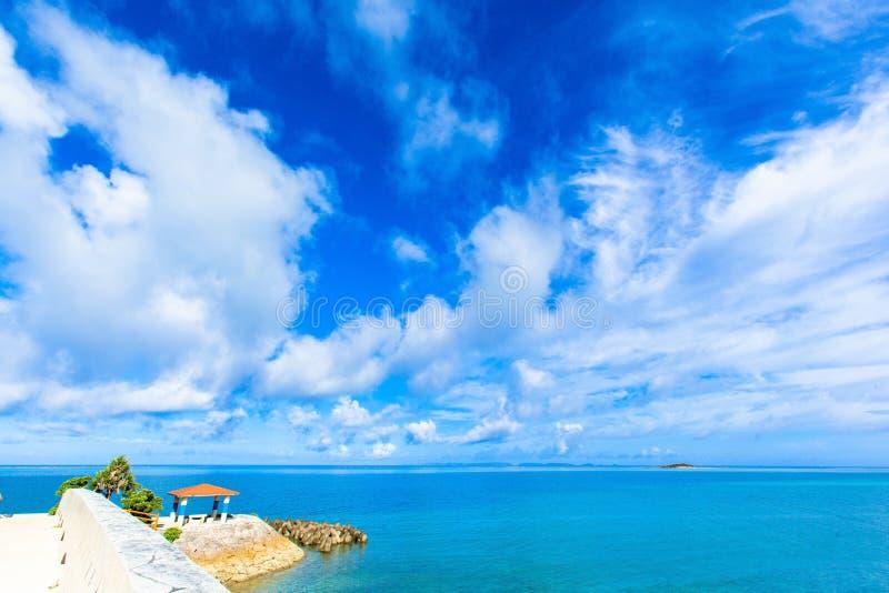 Witte wolken en blauwe hemel  royalty-vrije stock foto's