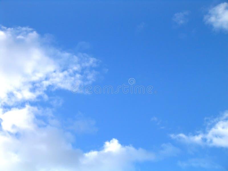 Download Witte Wolken Op Blauwe Hemel Stock Foto - Afbeelding: 47176