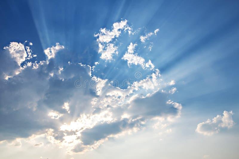 witte wolken op blauwe hemel royalty-vrije stock afbeeldingen