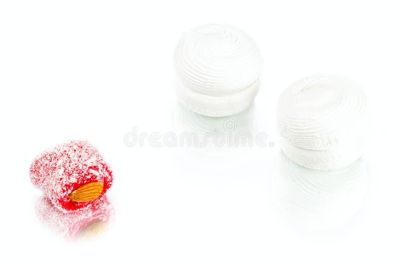 Witte zachte zoete heemst met abrikozenjam binnen en rakha stock afbeeldingen