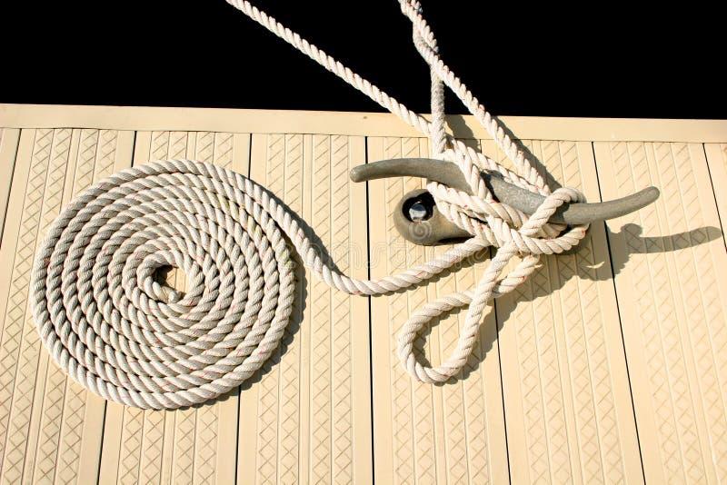 Witte zeevaartkabel stock afbeeldingen