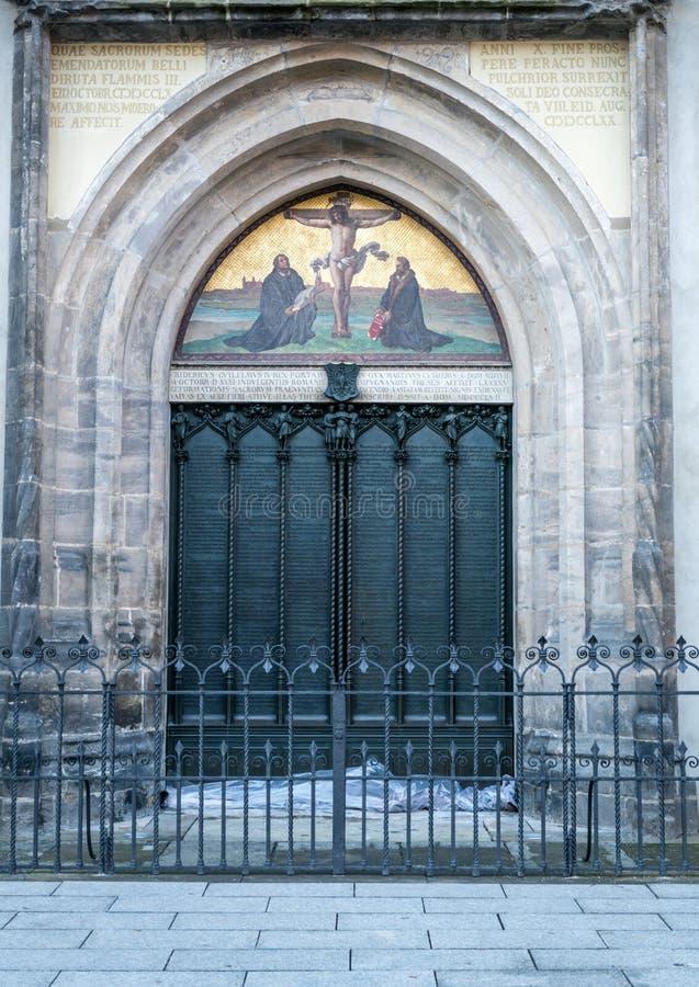 Wittenberg - de beroemde deur bij de Al kerk van heilige ` s waar Martin Luther de 95 theses nagelde stock foto